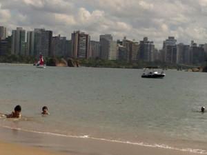 Praia da Ilha do Boi, em Vitória, é indicada para o lazer das crianças (Foto: Cristina Dockhorn/ G1 ES)