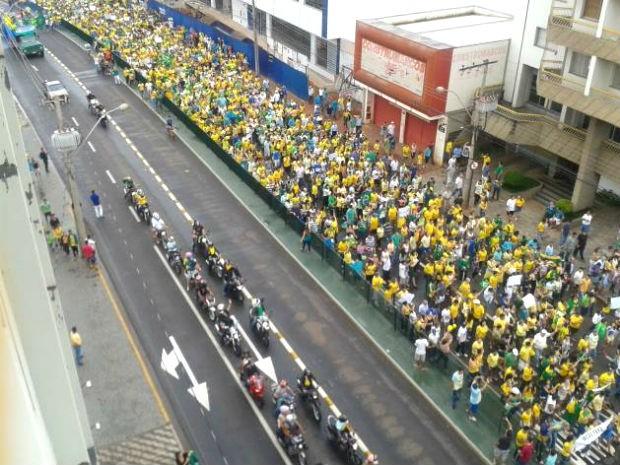 Manifestação Uberaba (Foto: Alex Rocha/G1)