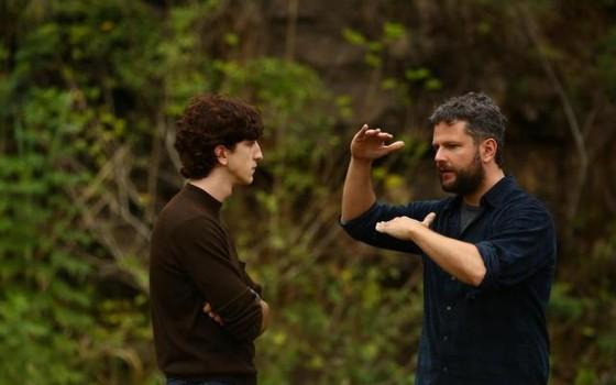 Johnny Massaro é dirigido por Selton Mello em uma das sequências de O filme da minha vida (Foto: Divulgação)
