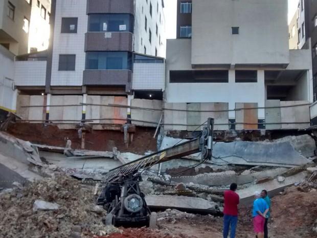 Prédios em Contagem, na Grande BH, tiveram que ser evacuados devido a risco de desabamento (Foto: Transcon/Divulgação )