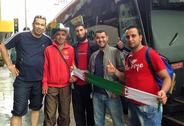 Argelinos em São Paulo, antes do embarque para Balenário Camboriú: esperança de classificação (Foto: Ana Carolina Moreno/G1)