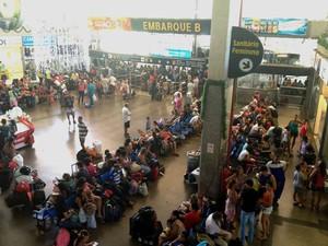 Movimento na rodoviária de Salvador (Foto: Alan Tiago/G1)