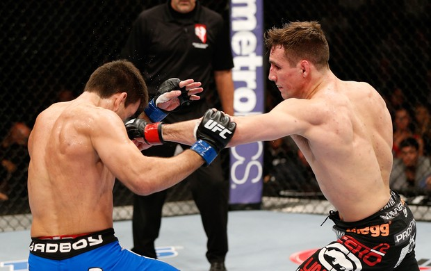 Rory MacDonald acerta Demian Maia no UFC 170 (Foto: Getty Images)