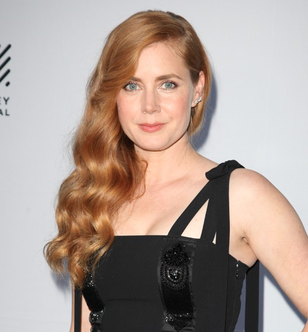 MILL VALLEY, CA - OCTOBER 06:  Actress Amy Adams poses for photos on the Mill Valley Film Festival red carpet at The Outdoor Art Club on October 6, 2016 in Mill Valley, California.  (Photo by Kelly Sullivan/Getty Images) (Foto: Getty Images)
