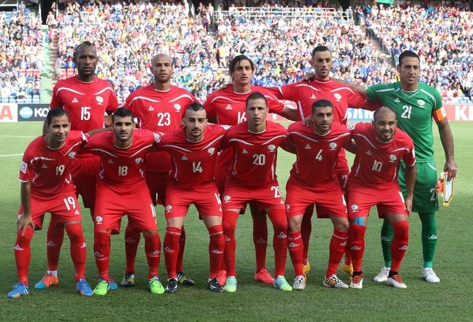 Palestinos posam para foto oficial em sua primeira participação em competição continental (Foto: AP)
