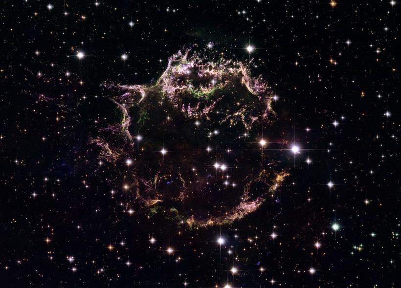 25 anos do Telescópio Espacial Hubble: Os restos de Cassiopeia A, uma supernova na Via Láctea que explodiu há cerca de 300 anos