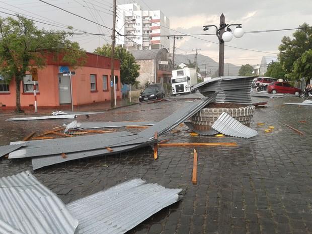 Temporal de curta duração provocou estragos em Candelária (Foto: Tiago Guedes/RBS TV)