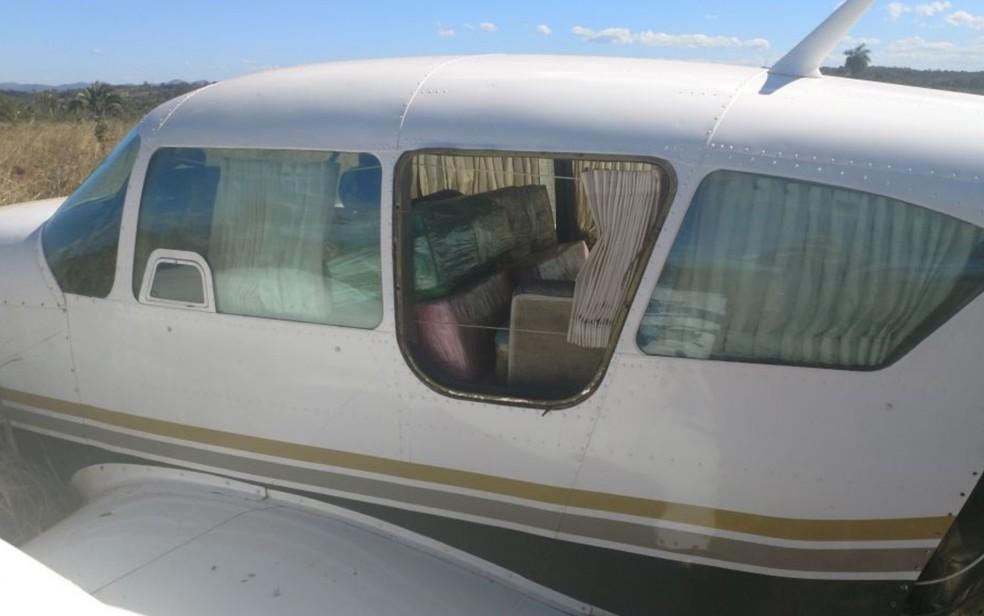Policia Militar encontrou 500 kg de cocaína em avião interceptado (Foto: Divulgação/PM)