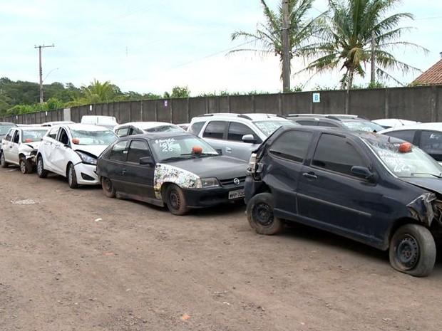 Carros que seriam leiloados na Grande Vitória (Foto: Reprodução/ TV Gazeta)