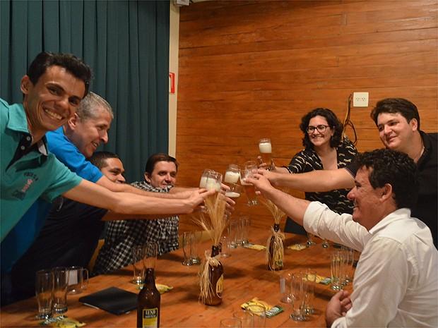 Turistas fazem degustam cervejas especiais em bares e cervejarias de Ribeirão Preto (Foto: Fernanda Testa/G1)