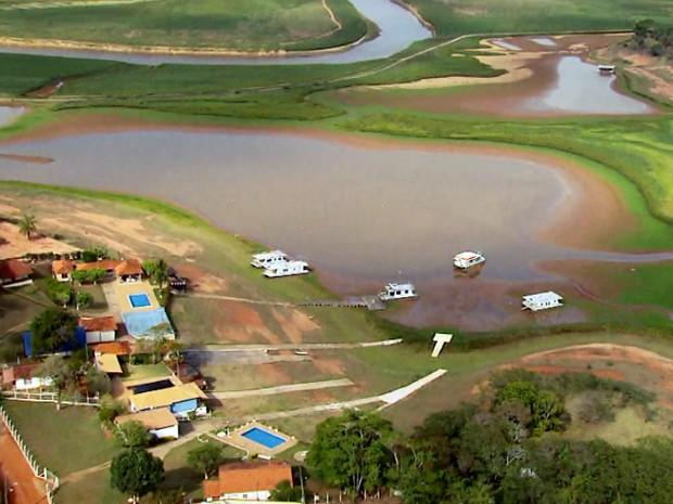 Bairro Lagamar em Varginha (MG) está praticamente sem água (Foto: Reprodução EPTV / Tarcísio Silva)