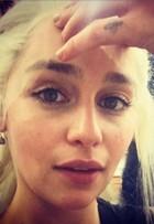 'Game of Thrones': Emilia Clarke tira foto nos bastidores da 6ª temporada