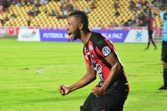 Gabriel, atacante do Moto Club, comemorando gol (Foto: Weliandrei Campelo / Divulgação)