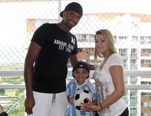 Felipe goleiro do Flamengo com a família (Foto: Divulgação / Ideallize Assessoria)