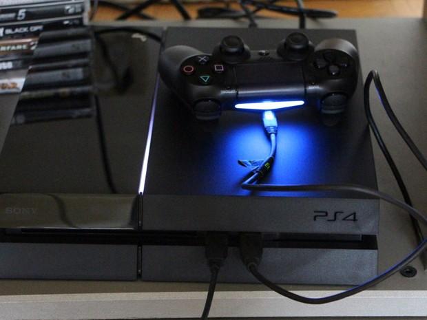 Detalhe do novo controle que acompanha o PlayStation 4 (Foto: Eduardo Pavani/Arquivo Pessoal)