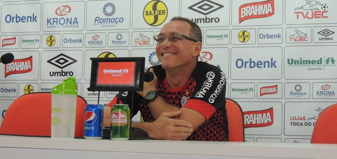 PC Gusmão coletiva Joinville (Foto: João Lucas Cardoso - GloboEsporte.com)