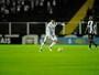 Renato reclama de tranco no goleiro Vanderlei, mas evita culpar árbitro
