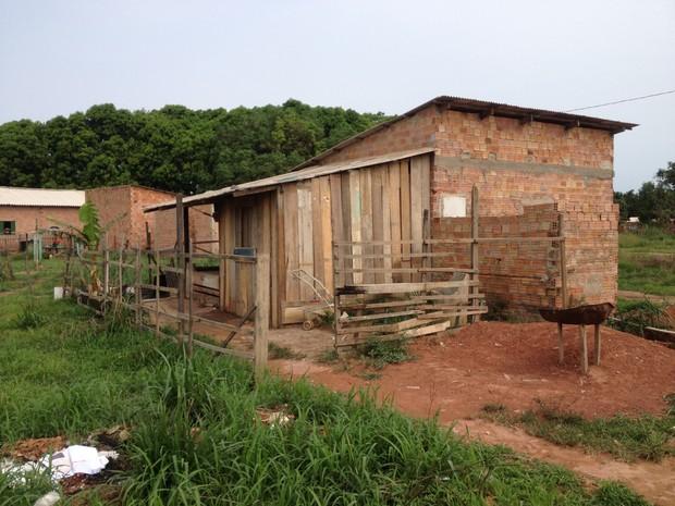 Casa onde família vítima, o marido e cinco filhos em Porto Velho (Foto: Matheus Henrique/ G1)