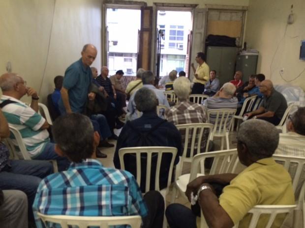Sindicato discute paralisação  (Foto: Isabela Marinho/G1)