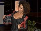 Adriana Bombom adapta roupa íntima em look para evento cult