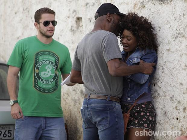A atriz deixa o diretor impressionado com seu talento (Foto: Raphael Dias / TV Globo)