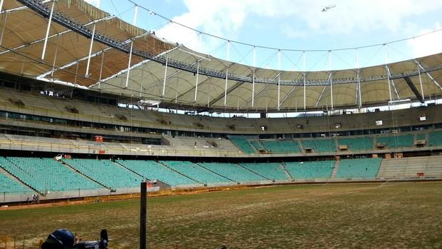 Instalação da cobertura da Fonte Nova (Foto: Raphael Carneiro/Globoesporte.com)