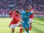 Ex-vascaíno marca, mas Hulk salva Zenit no minuto final contra o Spartak
