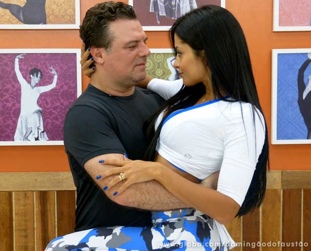 A dupla já está em sintonia desde o primeiro ensaio (Foto: Domingão do Faustão / TV Globo)