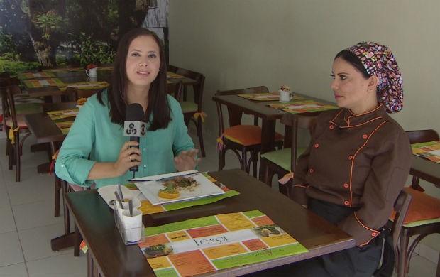 Repórter Aline Ferreira esperimentando o Pato no Tucupi Light (Foto: Reprodução/TV Amapá)