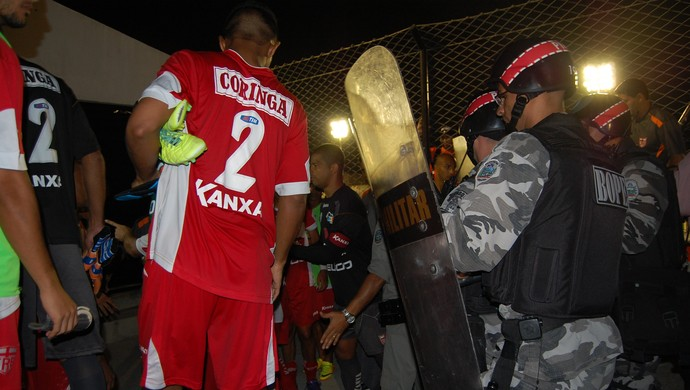 Confusão Treze x CRB, Presidente Vargas (Foto: Silas Batista / GloboEsporte.com)