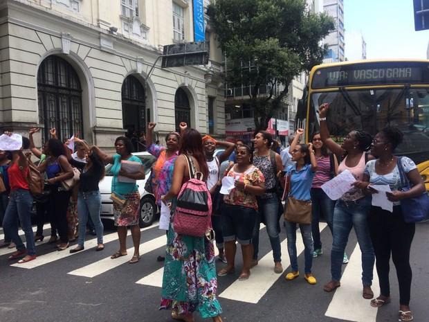 Protesto de estudantes no bairro do Comércio, em Salvador (Foto: Henrique Mendes/G1)