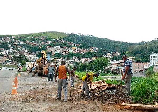 Moradia irregular é demolida em Juiz de Fora (Foto: Assessoria/Divulgação)