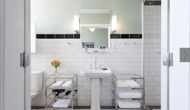 Banheiro espaçoso da suite (Foto: Divulgação)