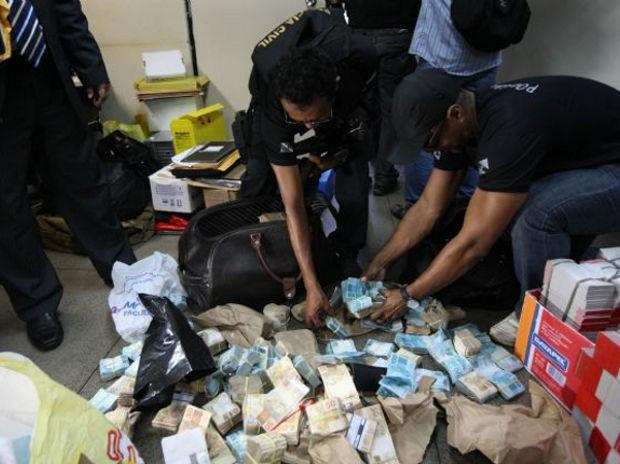Polícia apreendeu aproximadamente R$ 2 milhões em dinheiro (Foto: Divulgação / Agência Pará)