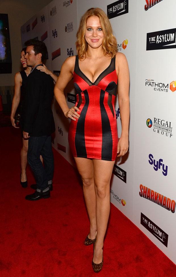 A atriz Maitland Ward durante a estreia de 'Sharknado' em cinema de Los Angeles, nos Estados Unidos. (Foto: Mark Davis/France Presse)
