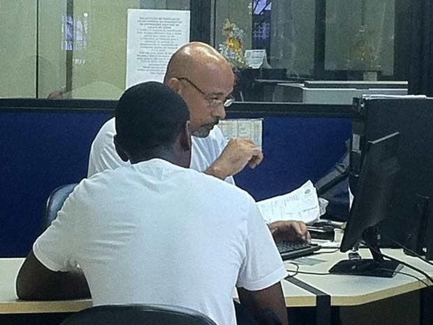 Grupo acusa Luís Salém de injúria e registra queixa em delegacia no Rio. (Foto: Cristiane Cardoso / G1)