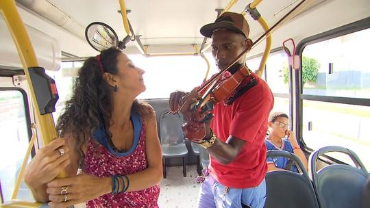 Maria Menezes mapeia o universo dos artistas que fazem música nos coletivos