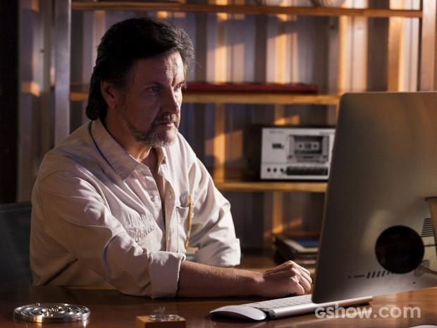 LC se assusta ao ver William no comunicador de Kléber (Foto: Inácio Moraes/TV Globo)