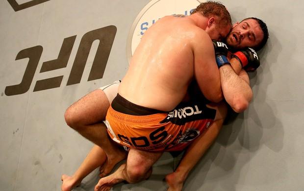 Jared Rosholt x Daniel Omielanczuk UFC (Foto: Getty)