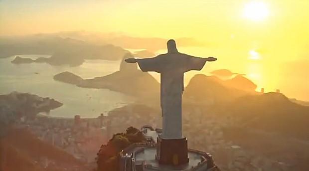 Brasil vai receber turistas de 'braços abertos', diz campanha da Embratur (Foto: Reprodução/YouTube/Visit Brasil)