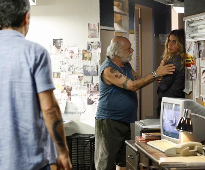 Romero flagra intimidade de Atena e Ascânio (Foto: Ellen Soares/Gshow)