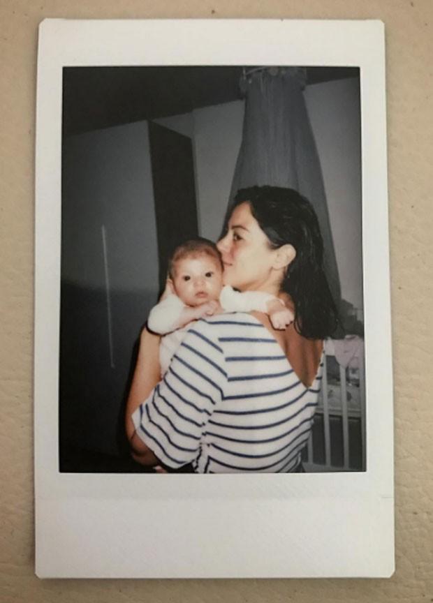 Carol Castro: Polaroid com Nina (Foto: Reprodução Instagram)