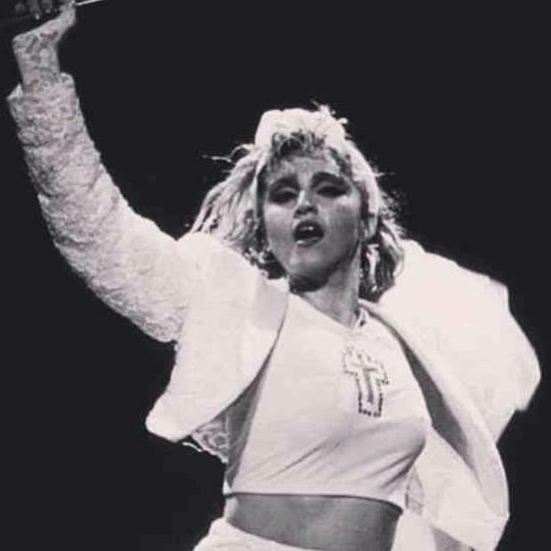 Madonna há 30 anos na turnê Like a Virgin (Foto: Reprodução/Facebook)