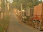 Caminhões estão parados sem poder descarregar no pátio de Palmeirante