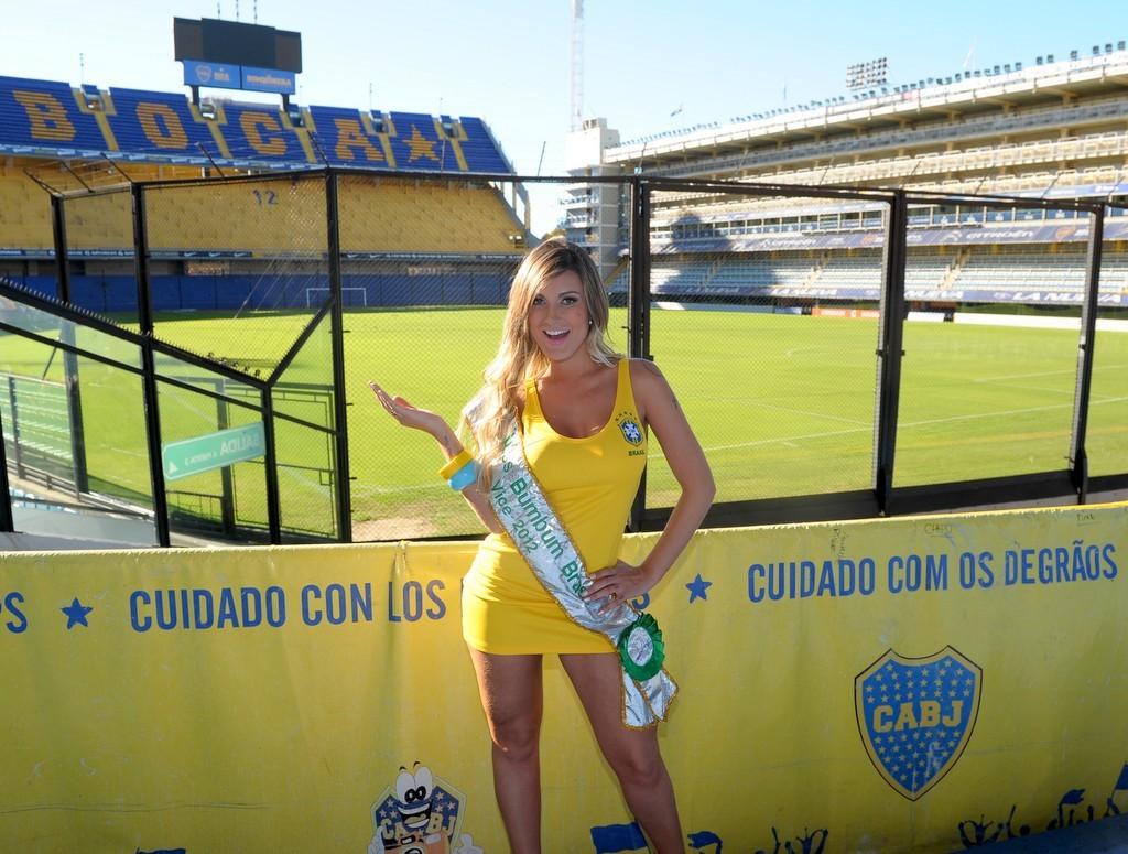 Ela posou no estádio do Boca Juniors (Foto: Francisco Cepeda/Agnews)