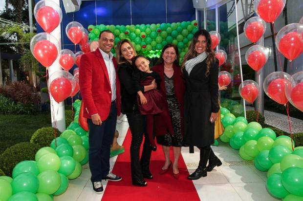 Denilson e Luciele Di Camargo festejam aniversário da filha (Foto: Manuela Scarpa e Marcos Ribas/Foto Rio News)