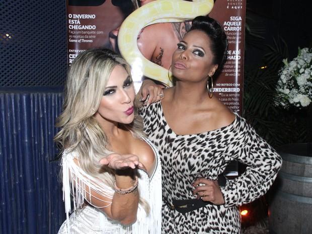 Verônica Araújo e Adriana Bombom em festa na Zona Oeste do Rio (Foto: Thyago Andrade/ Foto Rio News)