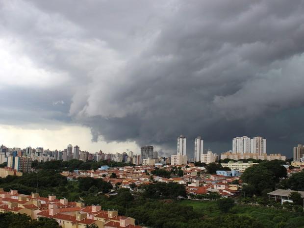 Chuva forte atinge Campinas nesta tarde de domingo (Foto: Wilson Lopes Jr/ VC no G1)