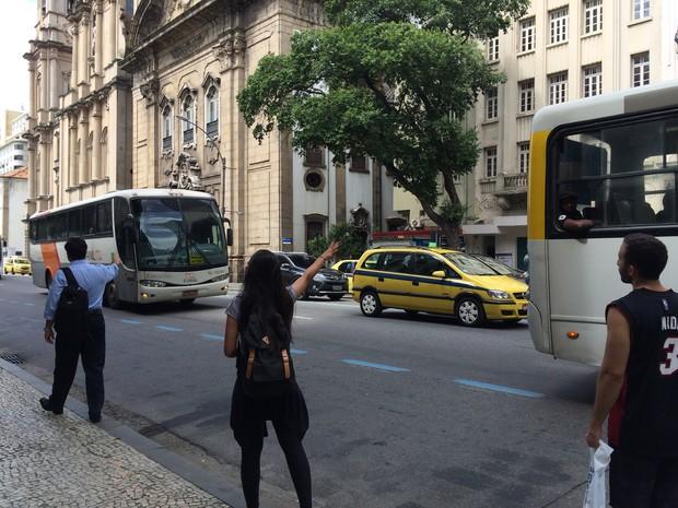 Rachel faz baldeação para tentar chegar no Grajaú (Foto: Matheus Rodrigues/ G1)