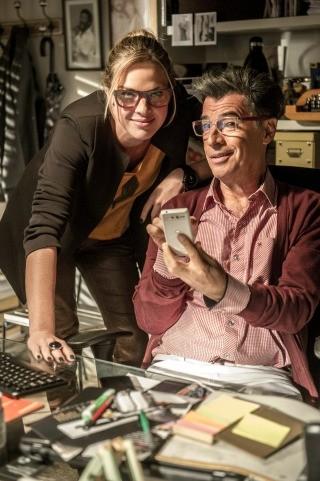 Paulo Betti caracterizado como Téo, ao lado da companheira de cena Leticia Birkheuer (Foto: Globo/Renato Rocha Miranda)